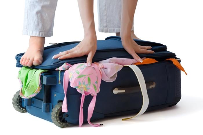 Không nhồi nhét quá nhiều đồ vào vali