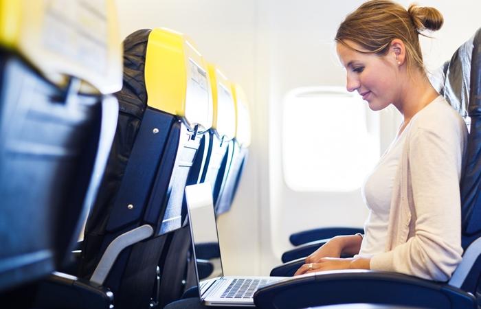 Máy tính xách tay được phép xách tay lên máy bay miễn phí