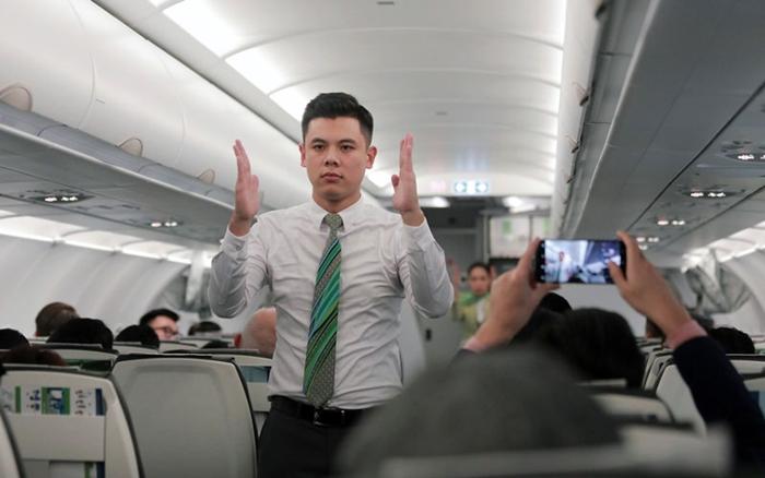 Hành khách đều hài lòng về thái độ phục vụ trên chuyến bay đầu tiên