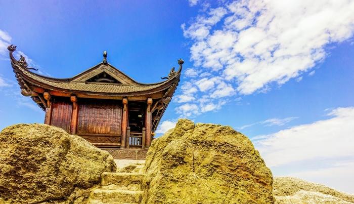 Đỉnh Núi Yên Tử