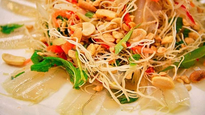 Du lịch miền Trung thưởng thức gỏi cá mai Ninh Thuận